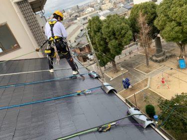 三角屋根からのロープ降下 外壁塗装