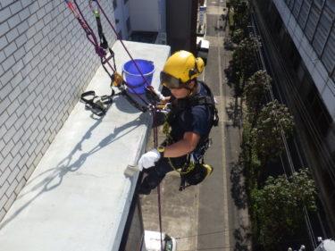 ロープで防水作業 大阪市阿倍野区