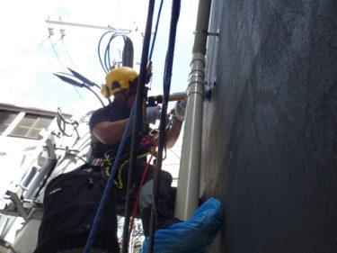 ロープ作業で樋廻りシーリング 神戸市中央区